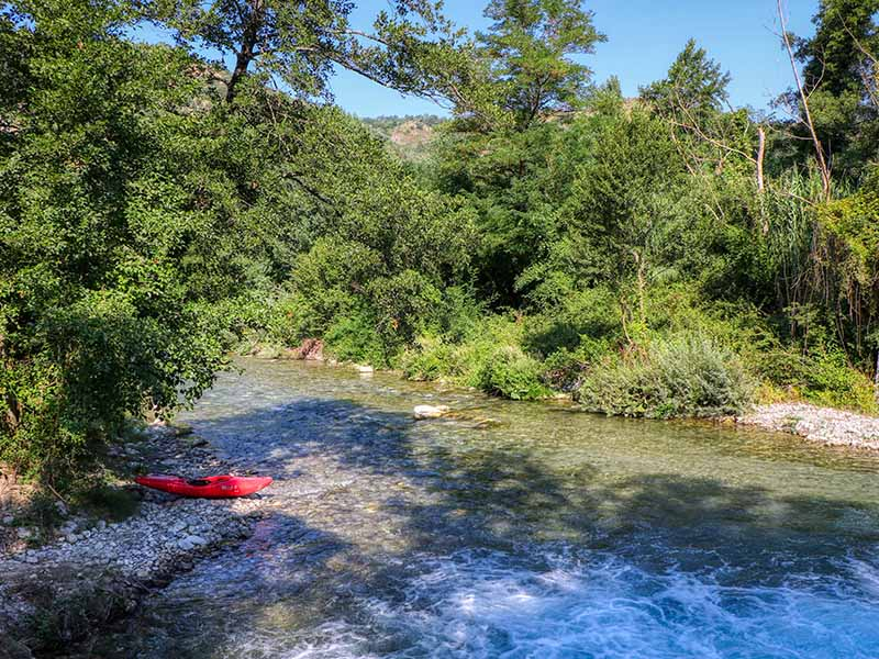 fiume lao canoa